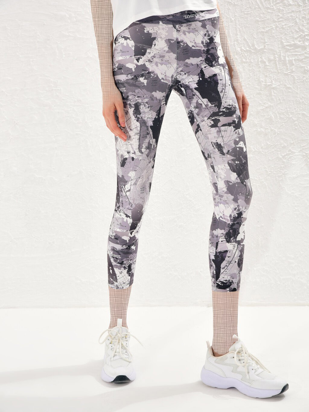 image number  3 products  LC women's support and leg, gray pattern