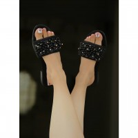 image number  2 products  Coarse pearl sandals