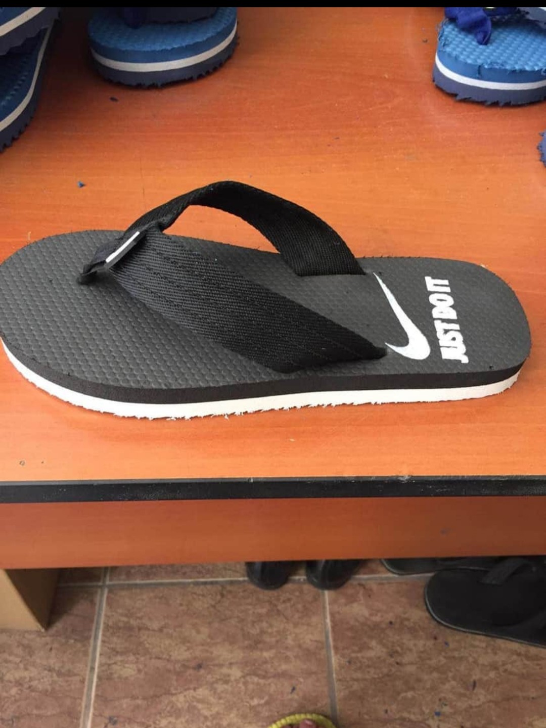 image number  3 products  Men's toe cloud slippers